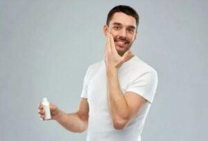 Methoden om de baard van roos te ontdoen - Was je baard