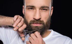baard knippen met schaar