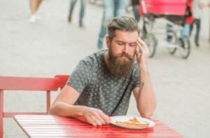 eten en drinken met baard