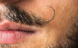 hoe een snor trimmen
