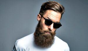 man met volle baard