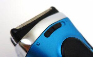 Braun Series 3 elektrisch scheerapparaat close up op precisiemodus toggle schakelaar
